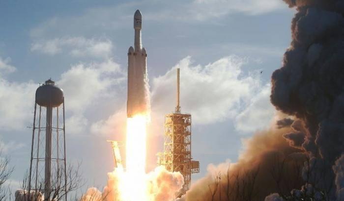 SpaceX: lancio rimandato
