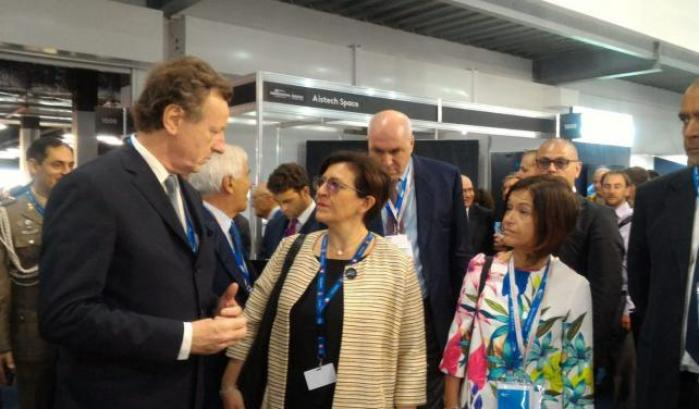 Il ministro Trenta in visita al Salone dell'Aerospazio di Farnborough