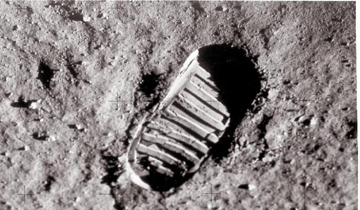 La NASA desecreta i dialoghi lunari di Armstrong