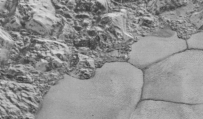 Plutone, dune al metano
