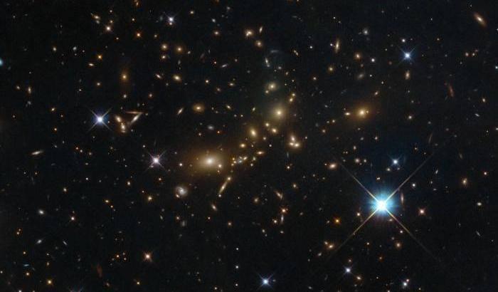 Un ammasso extra large per Hubble