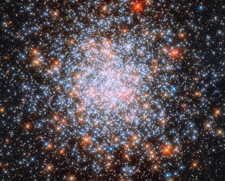 Un cluster 'giovanile' nel mirino di Hubble