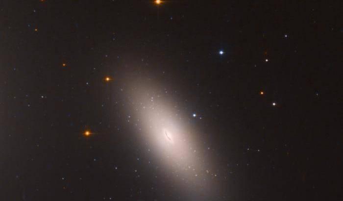 NGC 1277, la galassia che non voleva crescere