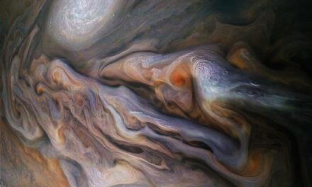 Nubi tumultuose nell'occhio di Juno