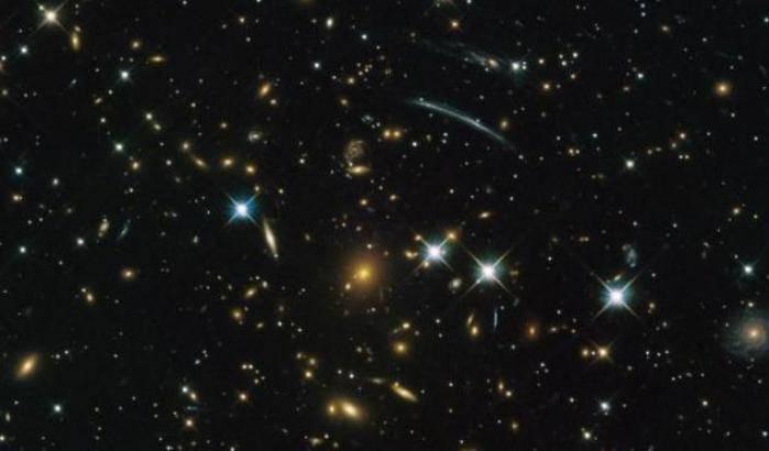Hubble 'sbircia' nel passato dell'Universo