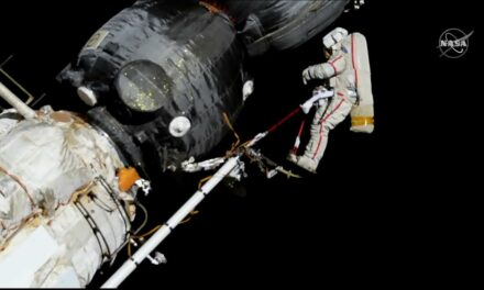 ASITV Replay: Passeggiata spaziale col buco