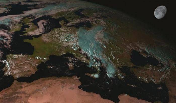 Alla luce della Luna per osservare la Terra