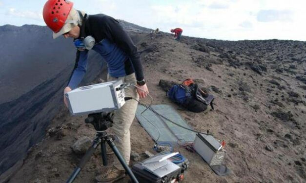 Come misurare le emissioni vulcaniche dallo spazio