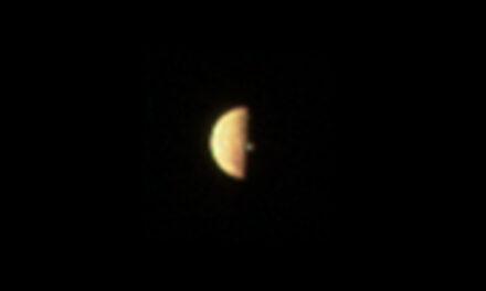 Vulcano in eruzione sulla luna gioviana Io