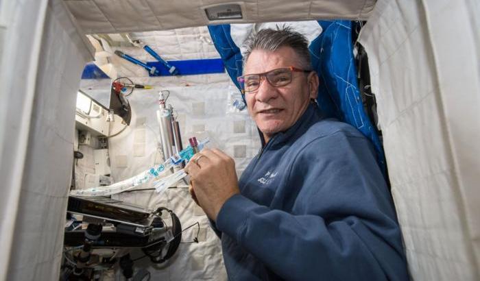 Microgravità: come si comportano le ossa nello spazio