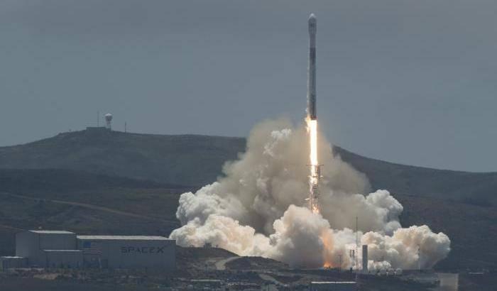 Partiti i satelliti gemelli per mappare l'acqua terrestre
