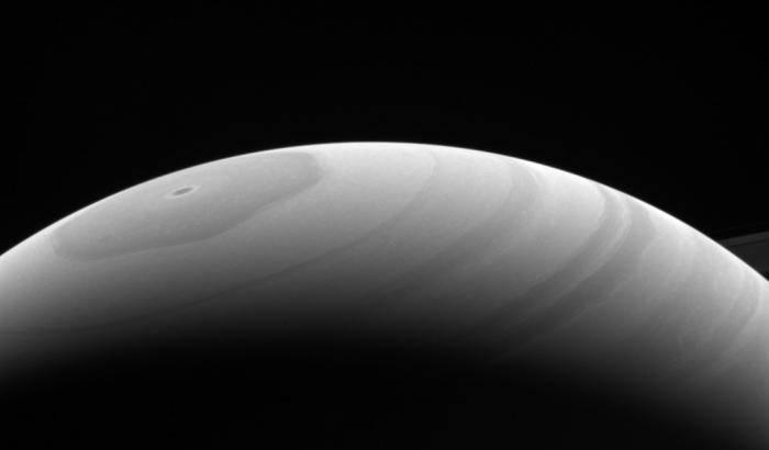 Saturno sotto il sole d'estate