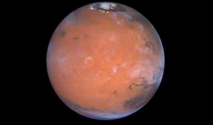 Tracce d'acqua vicino all'equatore di Marte