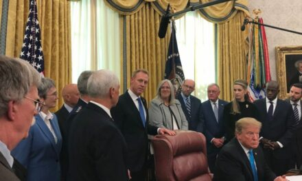 Trump firma per l'armata spaziale