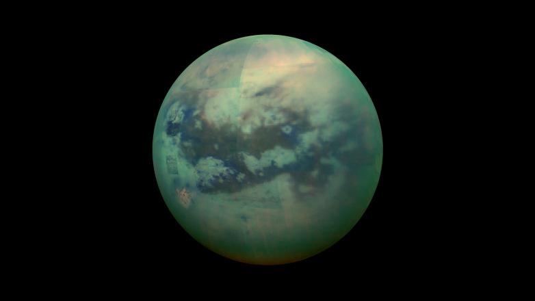 Un corridoio di ghiaccio avvolge Titano