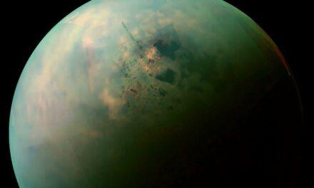 Anelli di cristallo su Titano