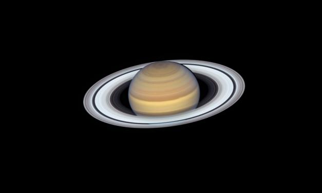 Saturno e gli anelli, ritratto mozzafiato