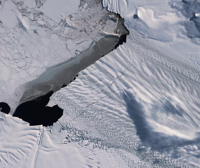 Antartide, nuove crepe per il ghiacciaio Pine Island