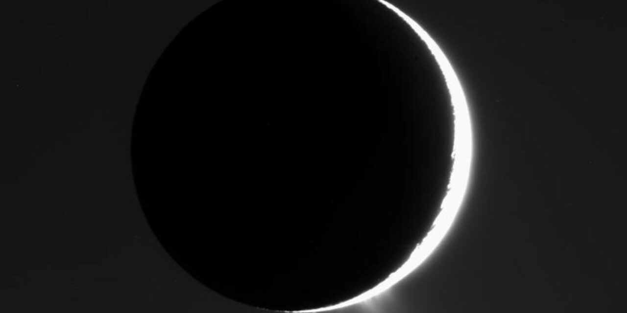 'Sorpresa' organica nei chicchi ghiacciati di Encelado