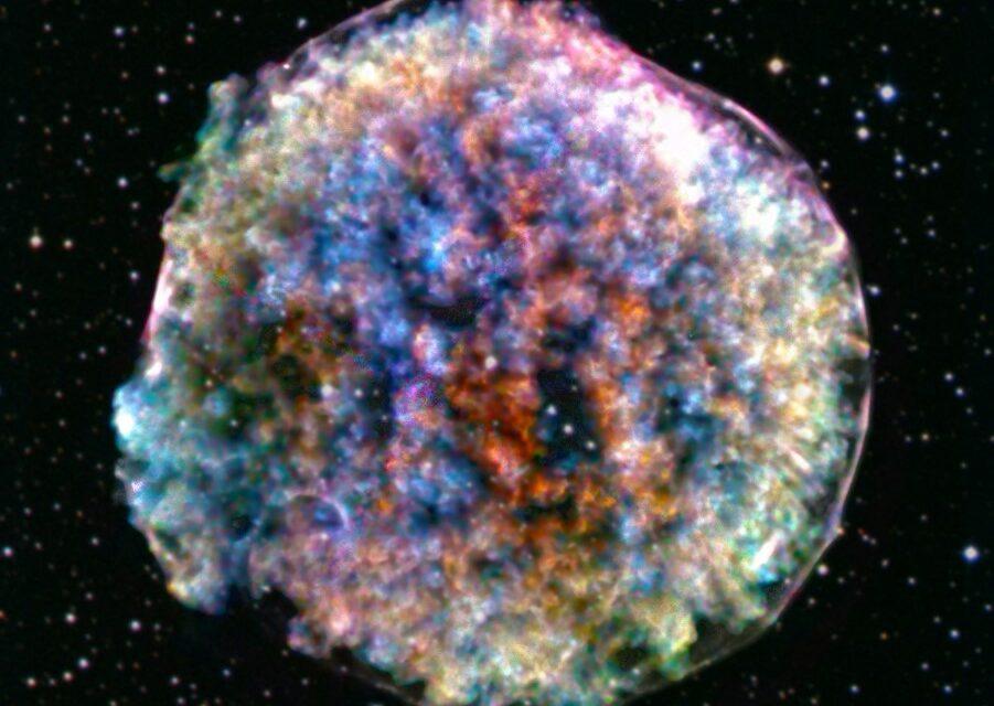 Una supernova 'articolata'
