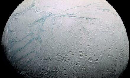 Encelado a strisce, svelato il mistero