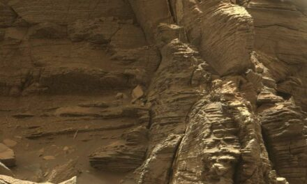 Curiosity 'saluta' le colline Murray
