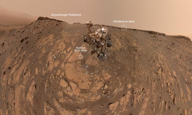 L'avanzata di Curiosity, tra un buco e un autoscatto