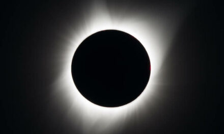 Le eclissi solari svelano il campo magnetico coronale