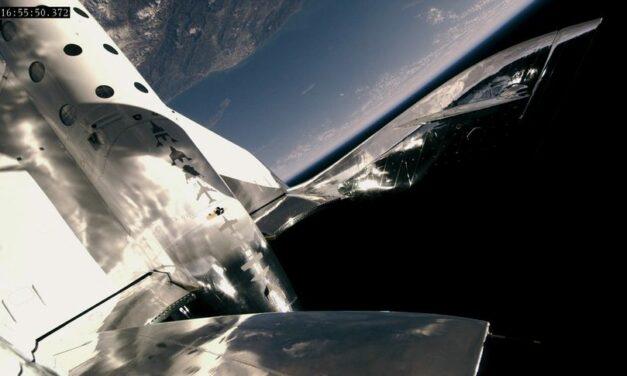 Virgin Galactic: i turisti spaziali dovranno aspettare il 2021