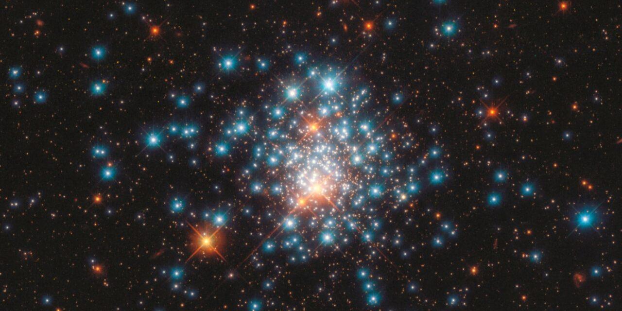 Uno sciame di stelle multicolori