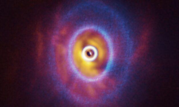 Svelata l'architettura di un sistema multi stellare