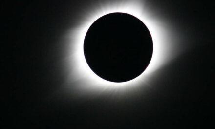 Catturati nano-getti sulla corona solare