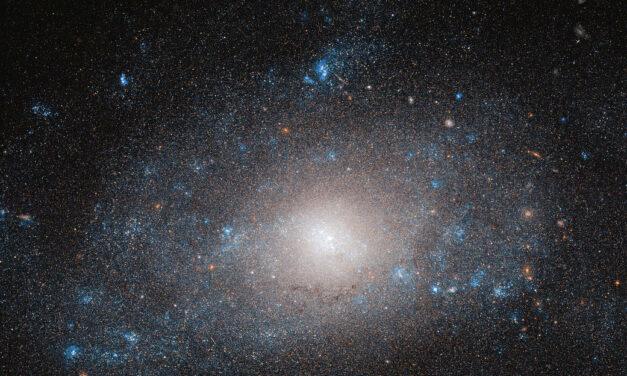 Hubble e il lato oscuro di una galassia