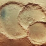 Un triplo cratere nell'occhio di Mars Express