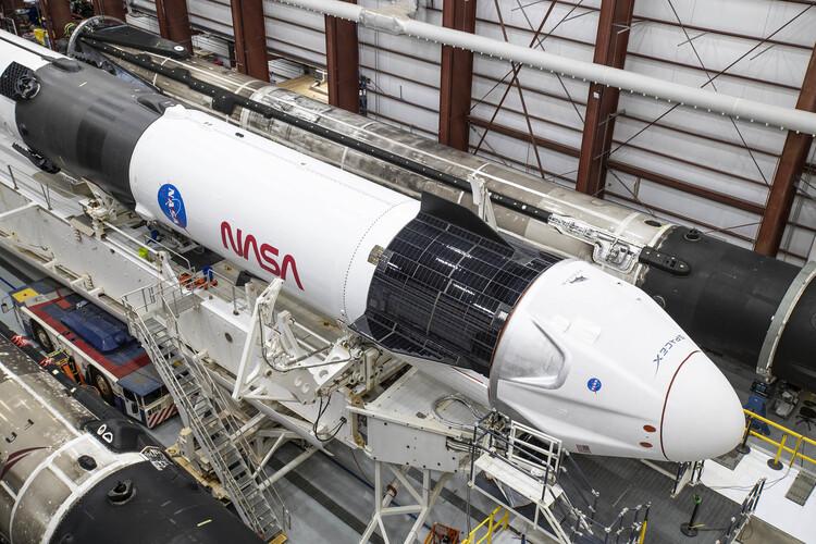 Nasa e SpaceX: certificato il primo sistema commerciale di volo spaziale