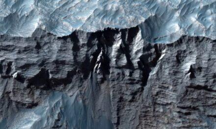 I canyon e i ghiacciai di Marte