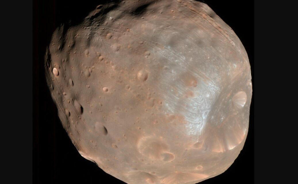 Il passato di Marte sul 'volto' di Phobos